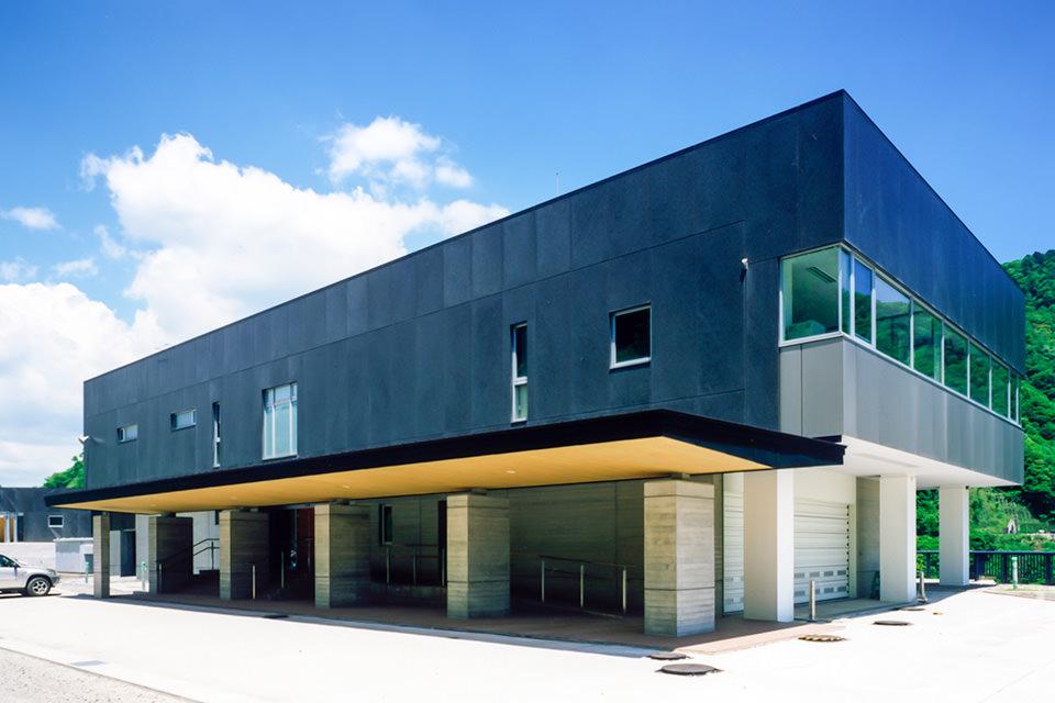 長井ダム管理庁舎・艇庫