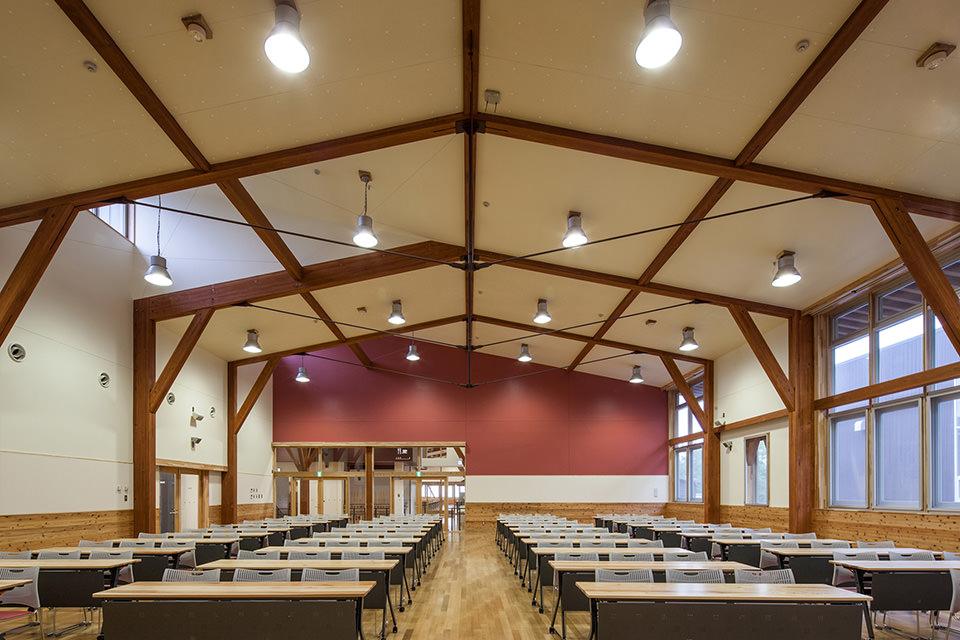 012張弦梁で大空間を構成する多目的ホール