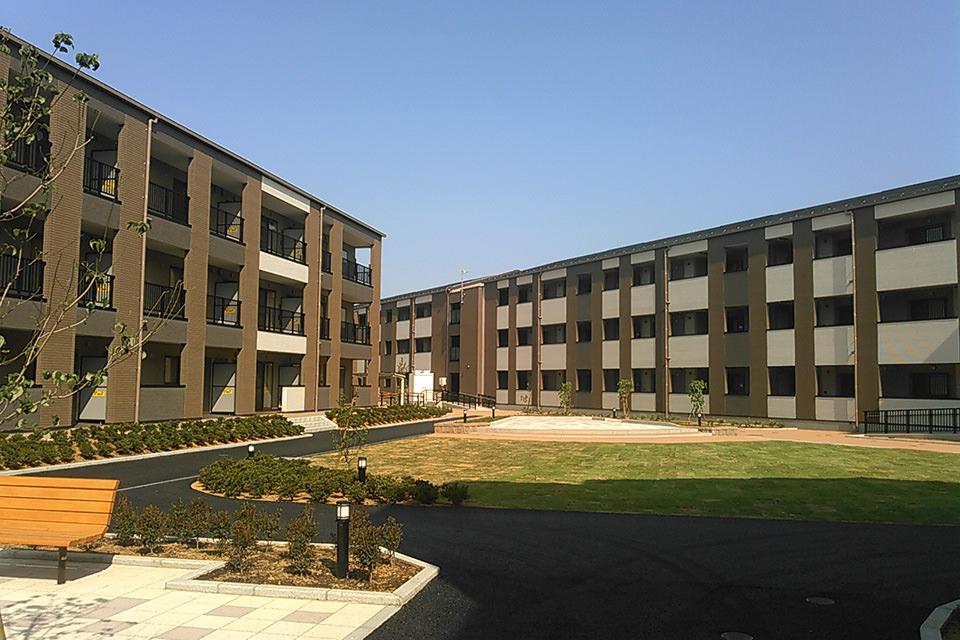 003-8棟の住棟による「中庭型の復興住宅」